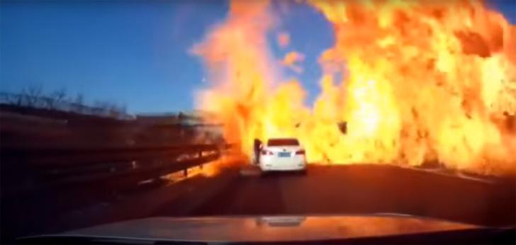 Фото №1 - В Китае на трассе загорелся грузовик со сжиженным газом (ВИДЕО)