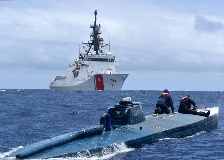 Фото №1 - Береговая охрана США взяла на абордаж самодельную подводную лодку наркоторговцев (видео)