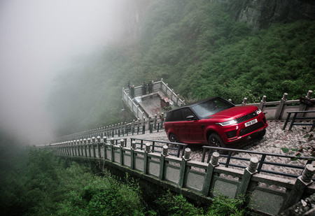 Range Rover Sport покоряет Дорогу Дракона. Опасное, героическое видео!