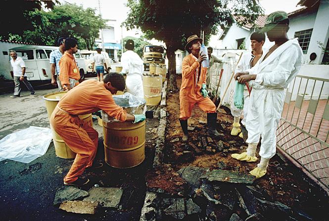 Дезинфекция поселений после ядерного инцидента в Гоянии