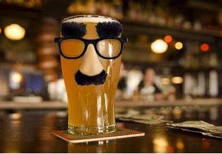Лайфхак: как понять, что в баре тебе налили пиво в грязную кружку