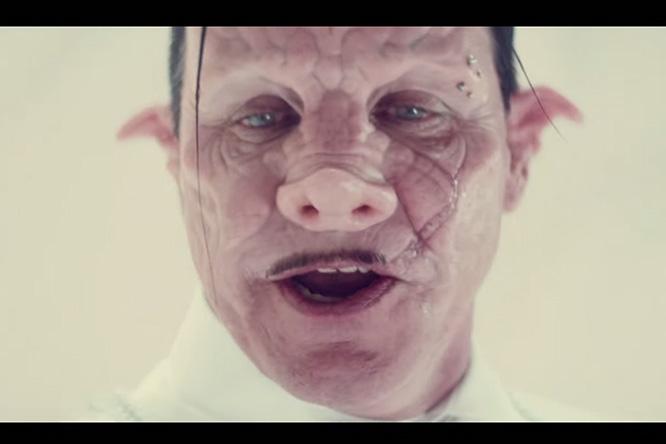 Фото №1 - «Да здравствует аборт!» Премьера дикого клипа вокалиста Rammstein