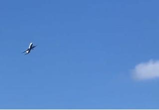 Самолет устроил пассажирам экстремальные «качели» на сильном ветре (три аэрофобных видео)