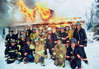 Как тушить пожары и горящих людей подручными средствами
