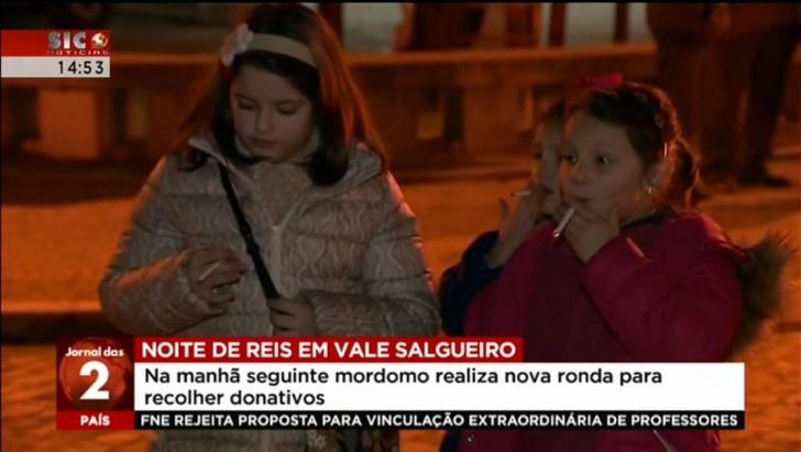 Фото №1 - Португальским детям разрешают курить раз в году. История одной из самых странных христианских традиций