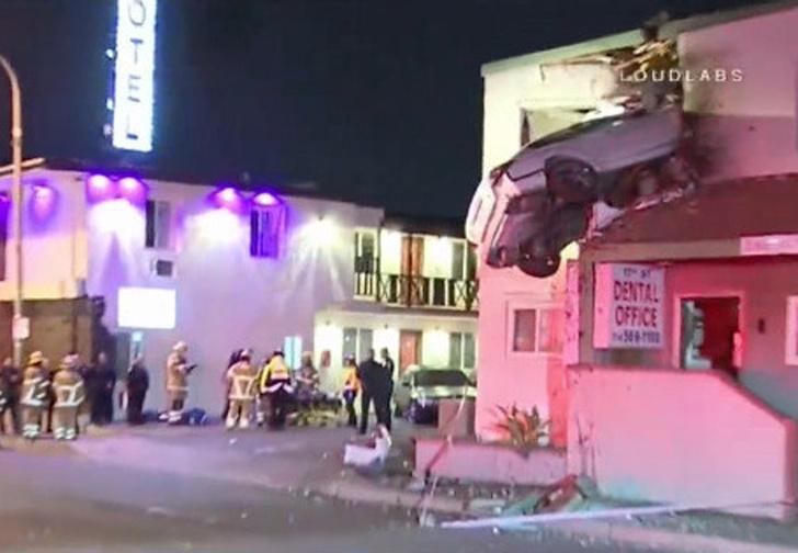 Фото №1 - Самая безумная авария года! Автомобиль въехал на второй этаж!