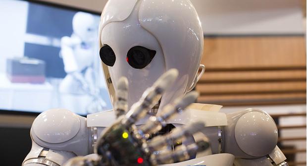 Фото №1 - Amazon написала искусственный интеллект для наема работников, а он оказался сексистом
