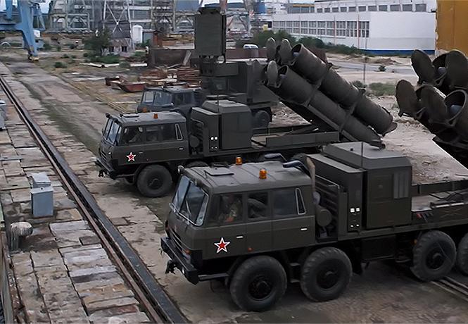 Фото №1 - Подлодка и русско-американское противостояние в трейлере «Хантер Киллер»