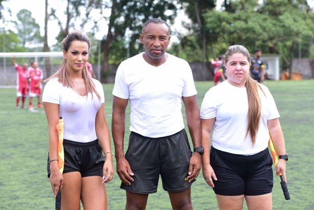 Фото №2 - Бразильская судья вышла на поле в мокрой прозрачной футболке!