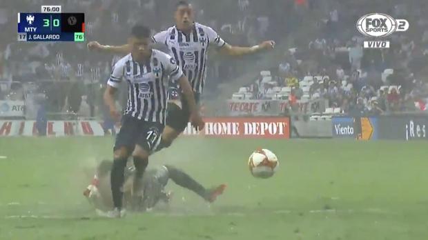 Фото №1 - Особенности игры в футбол на мокром поле (видео)