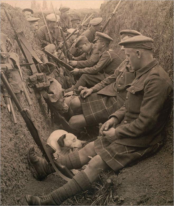 Шотландские солдаты в окопах. 1915 год