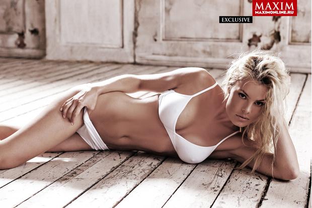 Фото №8 - 8 эксклюзивных фотографий актрисы Натальи Дворецкой — только для читателей сайта MAXIM