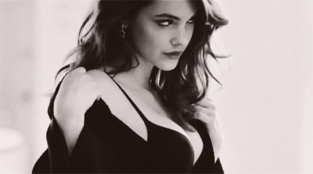 Фото №1 - Пятничная подборка гифок знойных моделей и актрис в черном белье!