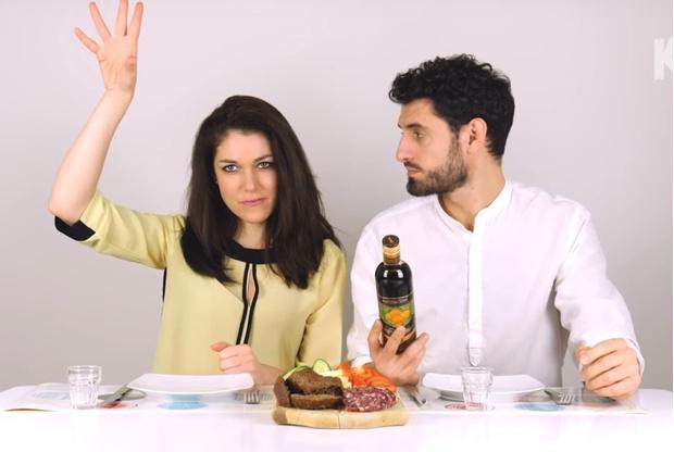 Фото №1 - Итальянцы пробуют местный российский алкоголь (видео с жестами и междометиями)