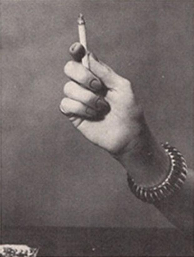 Фото №4 - Определить характер человека по тому, как он держит сигарету (ретротест в картинках)