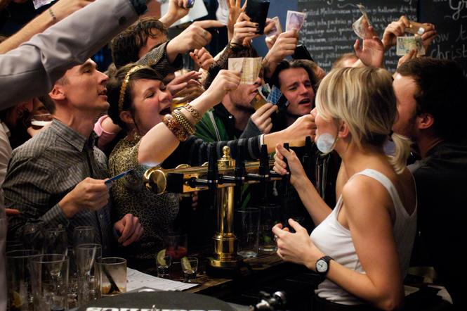 Фото №1 - Как привлечь внимание бармена