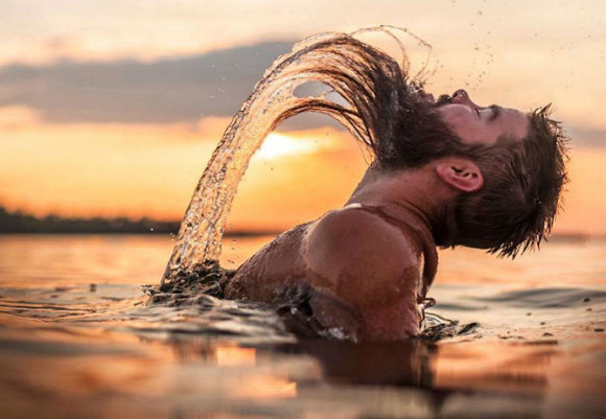 Фото девушек в воде с волосами
