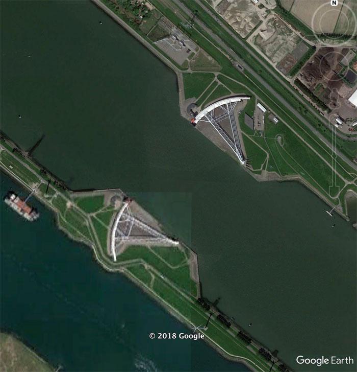 Фото №21 - 20 необычных мест, найденных на Google Earth