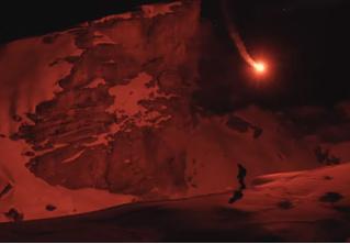 Швейцарский лыжник создал «портативное солнце» для катания в горах по ночам (видео)