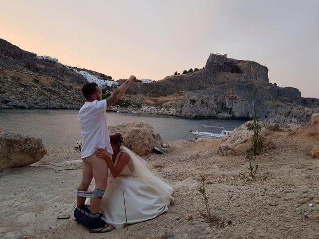 Фото №2 - Из-за фото с оральным сексом на Родосе запретили венчаться иностранцам