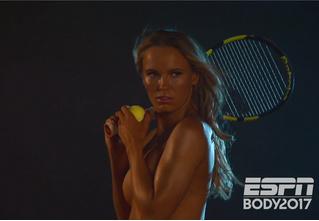 Теннисистка Каролина Возняцки сфотографировалась для рекламы совершенно голой!