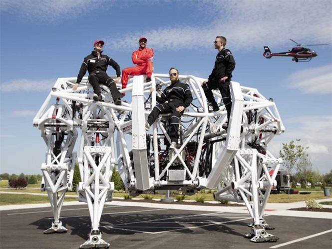 Фото №3 - Миру показан первый пятиметровый робот для скачек!