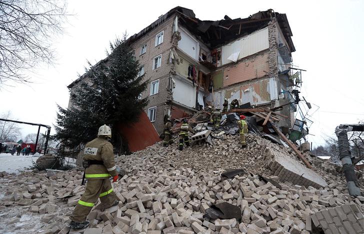 Фото №1 - Мужчина эвакуировал соседей по подъезду за мгновение до обрушения дома