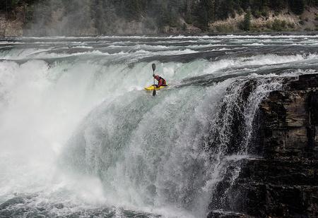 Оседлай водный поток! Каякинг —<br /> по-настоящему мужской способ слиться сприродой