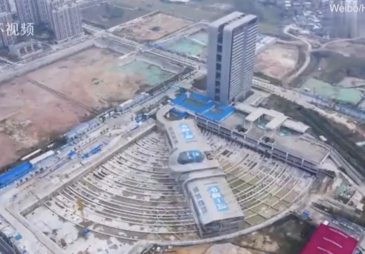 Фото №1 - Как в Китае перенесли с места на место вокзал весом в четыре Эйфелевы башни (видео)