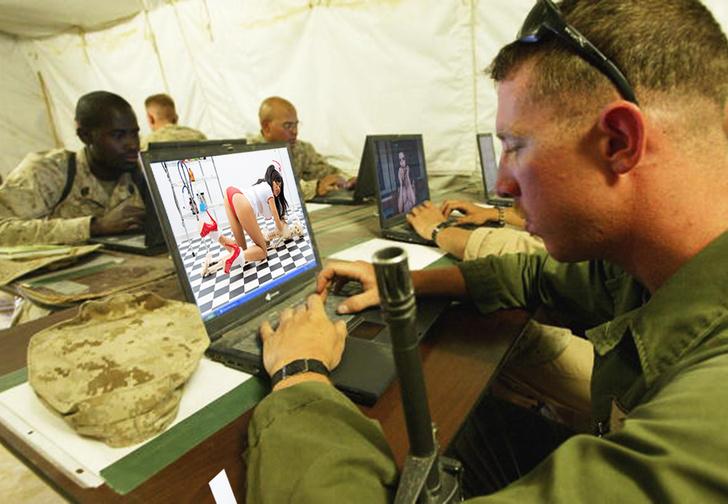 Фото №1 - Российские хакеры деморализуют американских солдат с фейковых аккаунтов красивых девушек