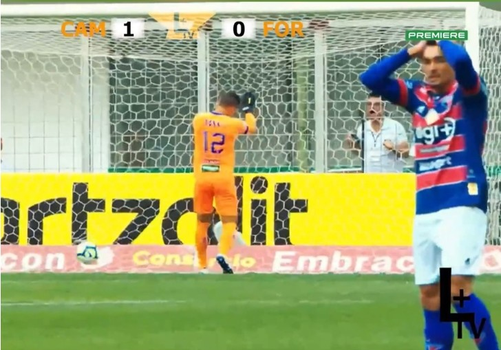 Фото №1 - Самый «крутой» автогол сезона: футболист забил в свои ворота с центра поля (видео)