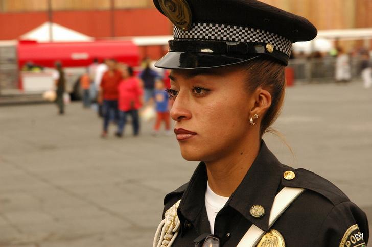 Фото №7 - Самые красивые девушки-полицейские мира