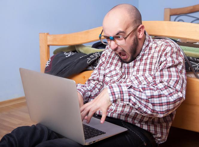 Наука доказала: мужчины, оскорбляющие женщин в Интернете, — неудачники