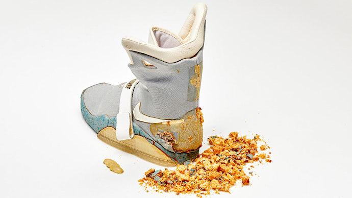 Фото №1 - Одну кроссовку из «Назад в будущее — 2» продали за 90 тысяч долларов