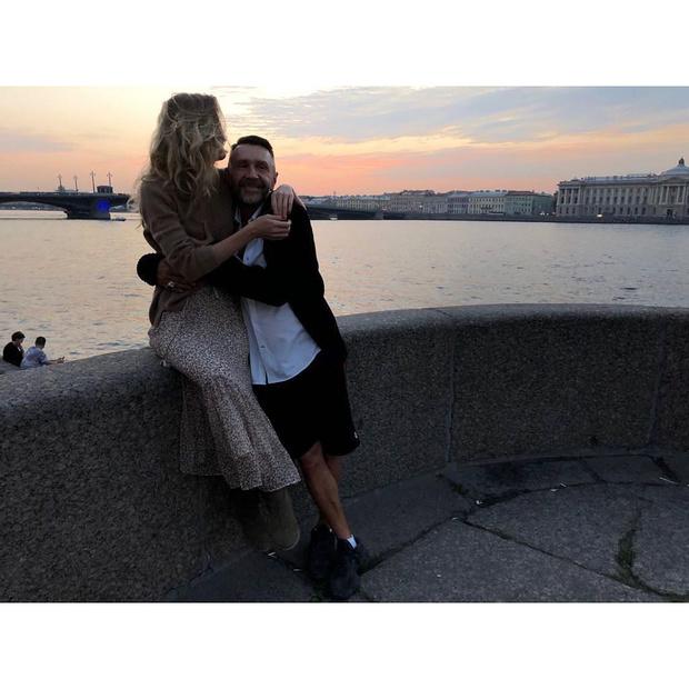Фото №2 - Шнур впервые показал новую жену (и подтвердил брак стихами)
