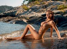 Антипохмельная фотосессия №4. Триана Иглесиас: «Подводный секс? Не смеши меня. Там же полно акул и аквалангистов!»