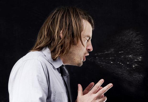 Фото №1 - Вредно ли сдерживать чиханье?