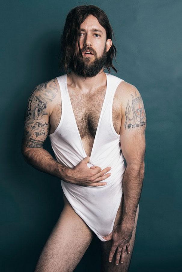 Фото №10 - Мужчины, пародирующие типично женские фото в Инстаграме, выглядят круче, чем женщины!