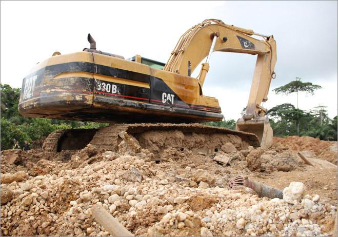 Фото №11 - Фотоистория о том, как разорившиеся агенты по недвижимости отправились в Африку охотиться за золотом