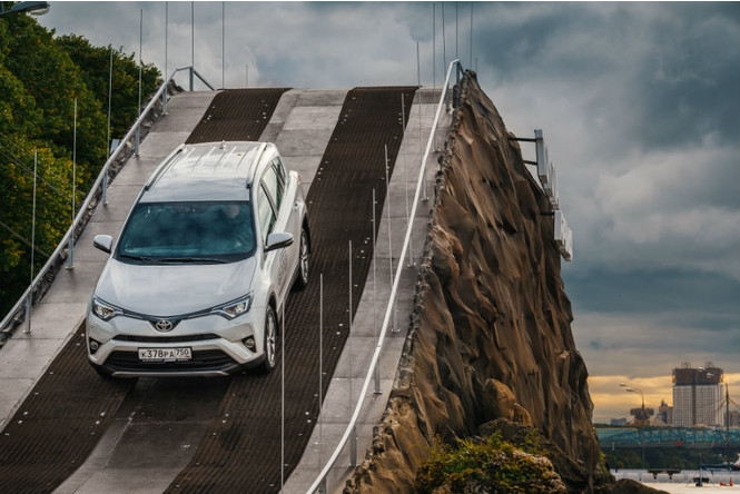 7 метров над уровнем нормы: испытай Toyota RAV4 в Парке Горького