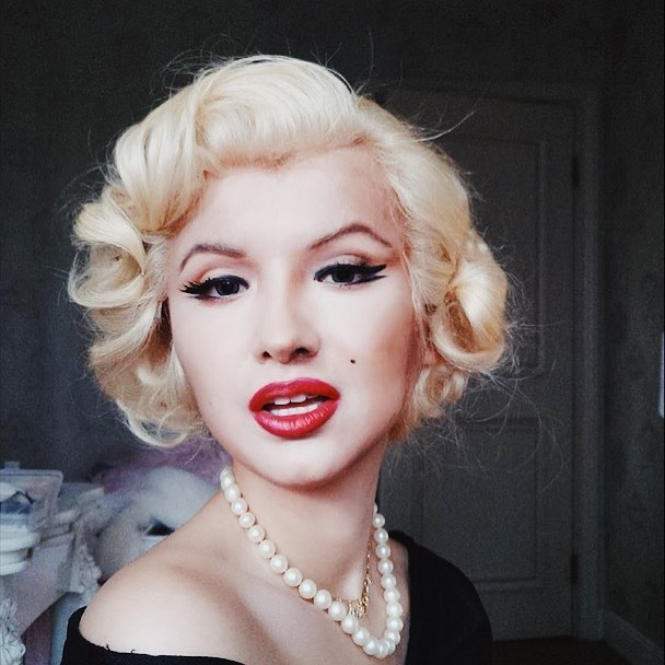 Фото №6 - Бьюти-блогерша из Китая превращает себя в знаменитостей с помощью макияжа