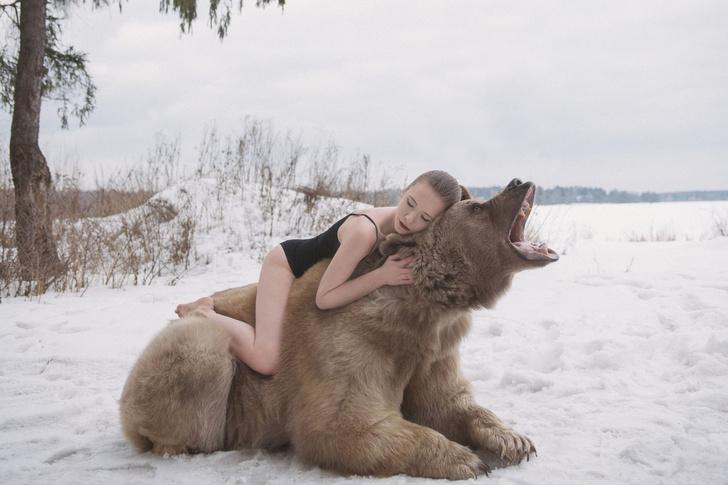 Фото №3 - Бэкстейдж фотосессии с медведем: все трюки выполнены профессиональными Машами!