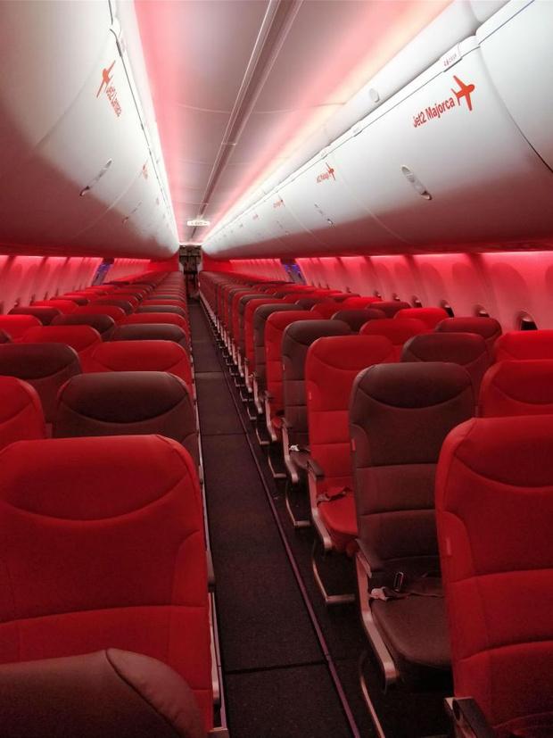 Фото №2 - Пассажирка за 3500 рублей летела одна в 189-местном авиалайнере. Но как, черт возьми?!