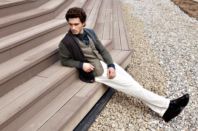 Кардиган Marc O'Polo, жилет Tom Tailor, рубашка Lacoste, галстук-бабочка Marc O'Polo, брюки Gant, ботинки Pal Zileri Lab