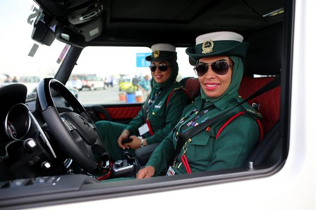 Фото №6 - Самые красивые девушки-полицейские мира