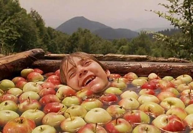 Фото №1 - По мнению ученых, мы неправильно моем яблоки (да и остальные фрукты тоже)
