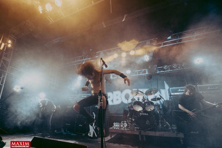 Фото №9 - Концерт в картинках. Что творится на выступлениях австралийских паб-рокеров Airbourne