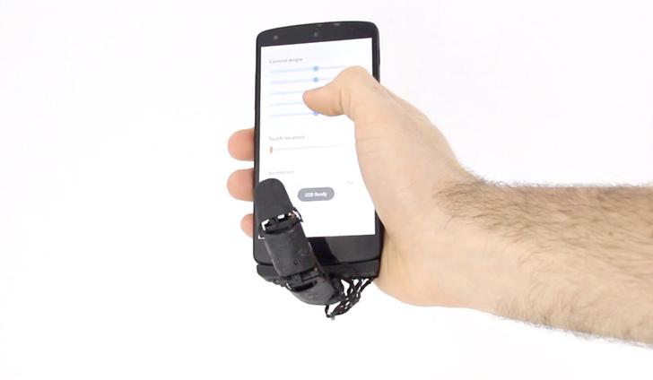 Фото №1 - Разработчик предлагает робопалец как аксессуар для смартфона (видео)