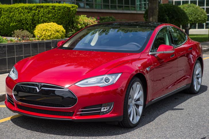 Фото №3 - Электромобиль Tesla Model S — голливудский тест-драйв с дымящимися покрышками и запахом сгоревшей резины