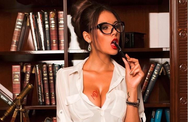 Фото №5 - Дочь Жан-Клода Ван Дамма, пышка недели, «ангелы селфи» и другие самые сексуальные девушки недели